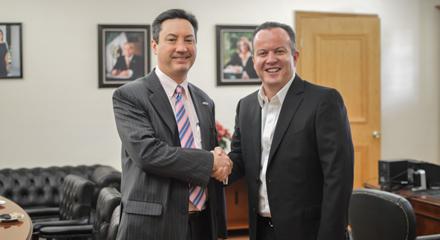 El munícipe de Nuevo Laredo agradeció al cónsul David Zimov la cooperación de Estados Unidos a través del Consulado en Nuevo Laredo. / Agencias